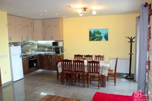Къща 2 - обща трапезария и кухня, етаж 1